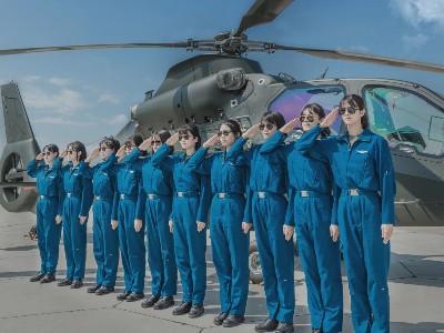 陆军女兵首飞